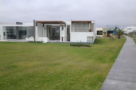 Asia -Casa de Playa Gaviotas km99.9 - Ház
