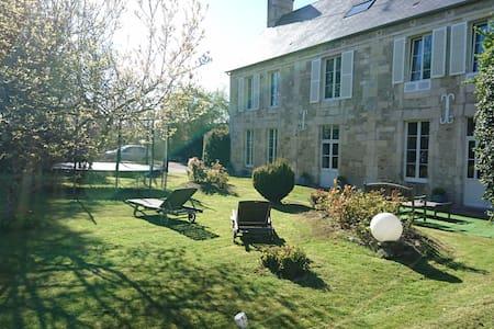 Belle et spacieuse demeure - Tourville-sur-Odon - Huis