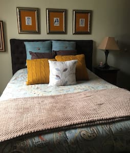 Quiet room in the heart of the city - Guatemala - Bed & Breakfast