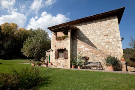Antica casa colonica nel verde - Montepulciano - House