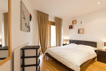 Dbl. Bedroom Ensuite + own Balcony