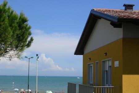App. 30 metri dal mare - B2 primo piano WiFi free - Lignano Sabbiadoro - Apartment