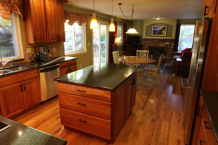 Large, comfortable, furnished home - Louisville - Hus