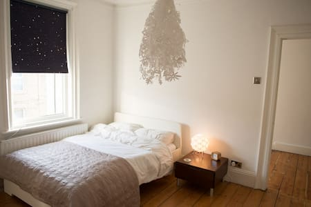 Spacious Room in Lovely Cullercoats - Hus