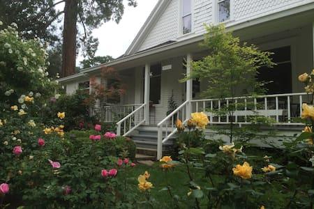 Historic Queen Anne Victorian Home - Hele etasjen
