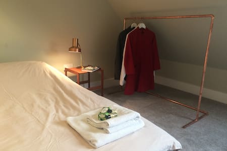 Beautiful quiet room. Easy train/tube to London. - Potters Bar - Appartement