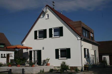 4-Sterne-Ferienwohnung Vogelhäusle OG - Kötz - Apartamento