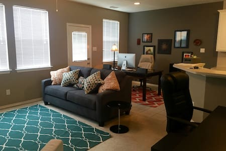 2-Bed Rm Townhouse - Houston/IAH - Haus