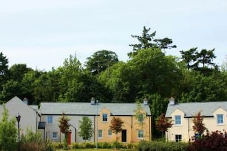 Bunratty Castle Gardens (Type B) - 3 Bed - Huis