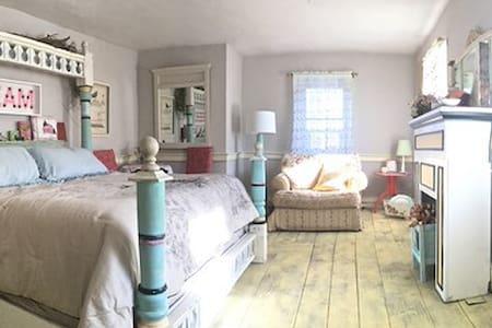 Silvery Moon Guest House - Stroudsburg - Bed & Breakfast