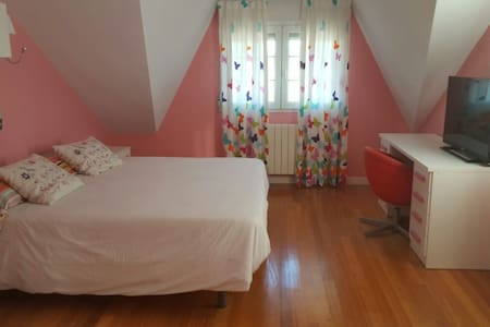 Preciosa habitacion con piscina - Bed & Breakfast
