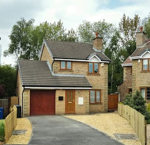 Modern detached 3 bedroom home + Driveway + Garden - Chorley - Hus