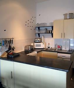 Marina House Self Catering Hostel - Port Saint Mary - Apartment