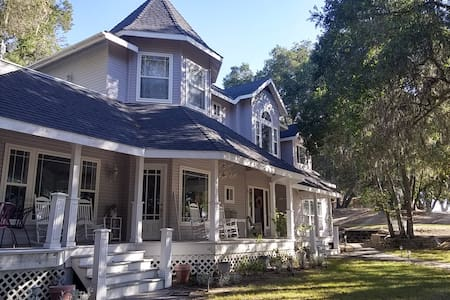 Hilltop Victorian in Wine Country, privacy w charm - Apartment
