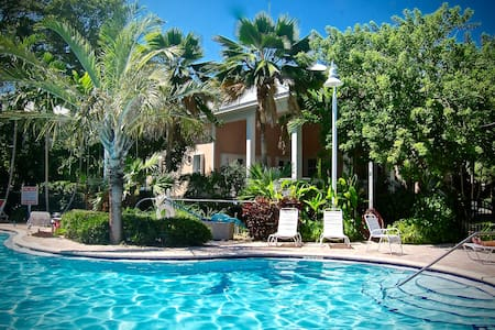 Newly Updated Family Friendly - Key West - Maison