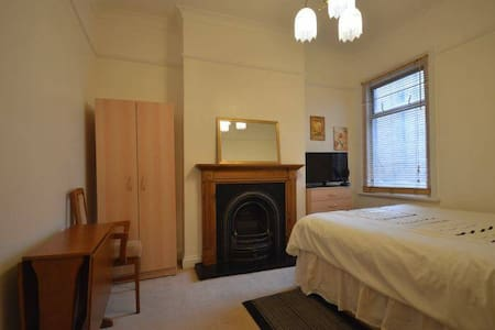 Lovely double room in Zone 2