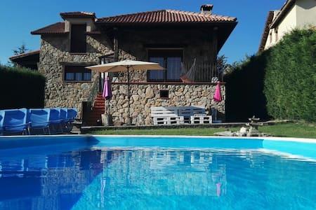 Precioso chalet con piscina - House