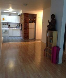 Your own private space in a perfect location!!! - Montréal - Loft