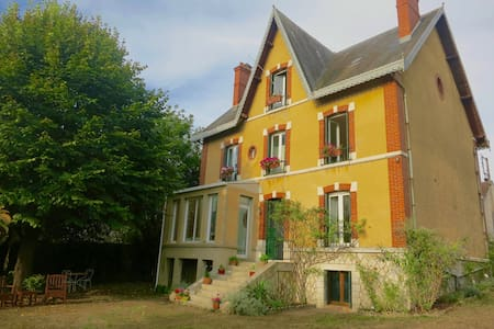 Unique house an hour from Paris in historic town - Château-Landon - Talo
