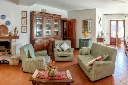 Accogliente e spazioso appartamento - Castelnuovo di Garfagnana - Apartment