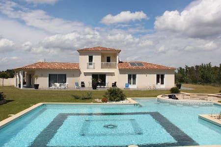 Villa en Provence, piscine jacuzzi - Simiane-Collongue - Haus