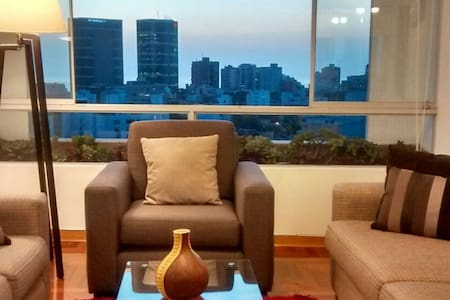 Best place for foddies + Great ocean view!! 2B2D - Miraflores