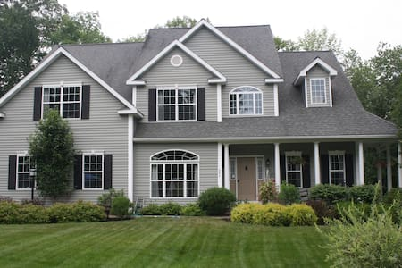 Large Full Home Rental-Minutes to Racetrack & SPAC - Hus