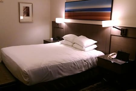 Share a World Series Hotel Room - Andere