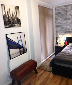 Freshly renovated private room - Apartment