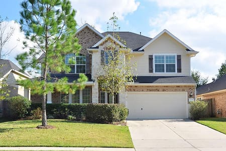 Entire 4 bedroom House by IAH airport Lake Houston - House