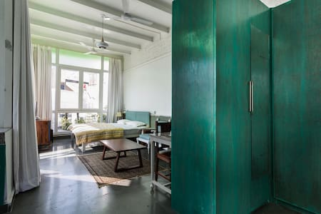 Glass house in HAUZ KHAS VILLAGE - Apartemen