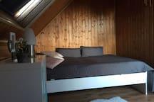 Gemütliche Dachwohnung und zentrale Unterkunft