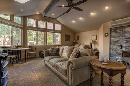 Spacious Great Room With Private Entry and Bath - Paso Robles