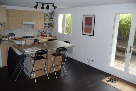 1 chambre dans Appartement avec terrasse à louer - Byt