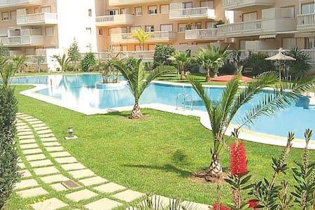 Apartamento con piscina al lado de la playa - Flat