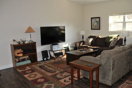 Grizzly Suite: Rocky Mountain Front - Choteau - Casa
