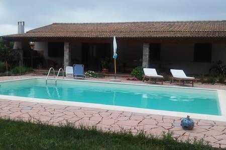 Casa  in campagna  con piscina privata - Sassari - Hus