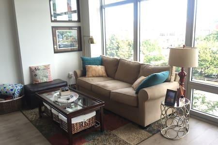 Modern 1 BDR/1 BATH w/ Floor to Ceiling Windows - Washington - Appartamento