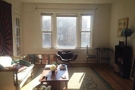 A Quiet Reststop in Wrigelyville - Apartment