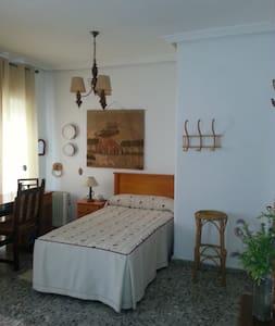 Alquiler de habitación doble   en Almendralejo . - Haus
