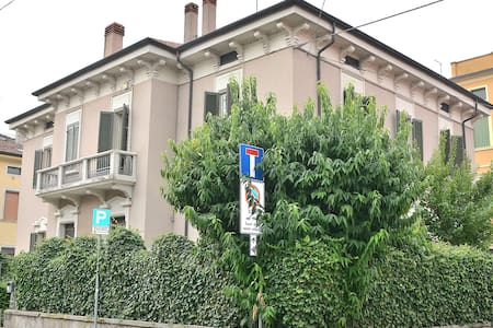 10 Sleeps Villa In City Center - Verona
