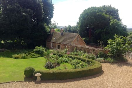 Beautiful country cottage with tennis court - Seend - Chambres d'hôtes