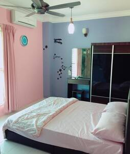 Seaview room| Private bathroom |Free WIFI - George Town - Apartment