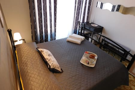 B&B LA DOLCE MELA (GREY ROOM) - Bed & Breakfast