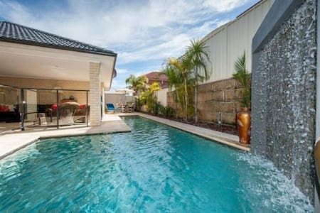 Resort style family home - Adosado