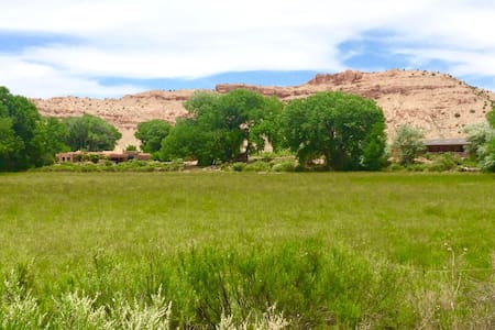 Spectacular Ranch on River, Heart of Abiquiu - Abiquiu - Hus