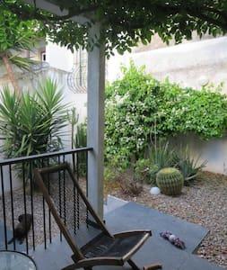 Wisteria Garden - Casa