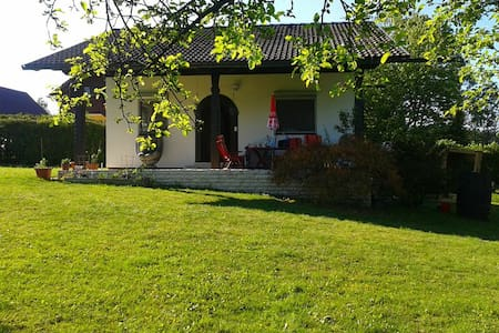 Haus samt 1100 qm Garten für 1-2 Personen - Völkermarkt - Bungalow