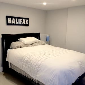 1  Bedroom Apartment Heart of City - Halifax - Apartment