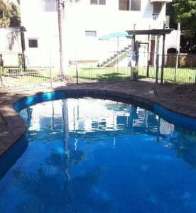 Coombabah River View Getaway - Coombabah - Daire